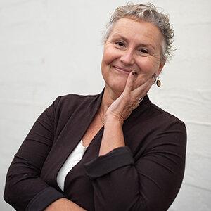 Deborah Lindsay headshot